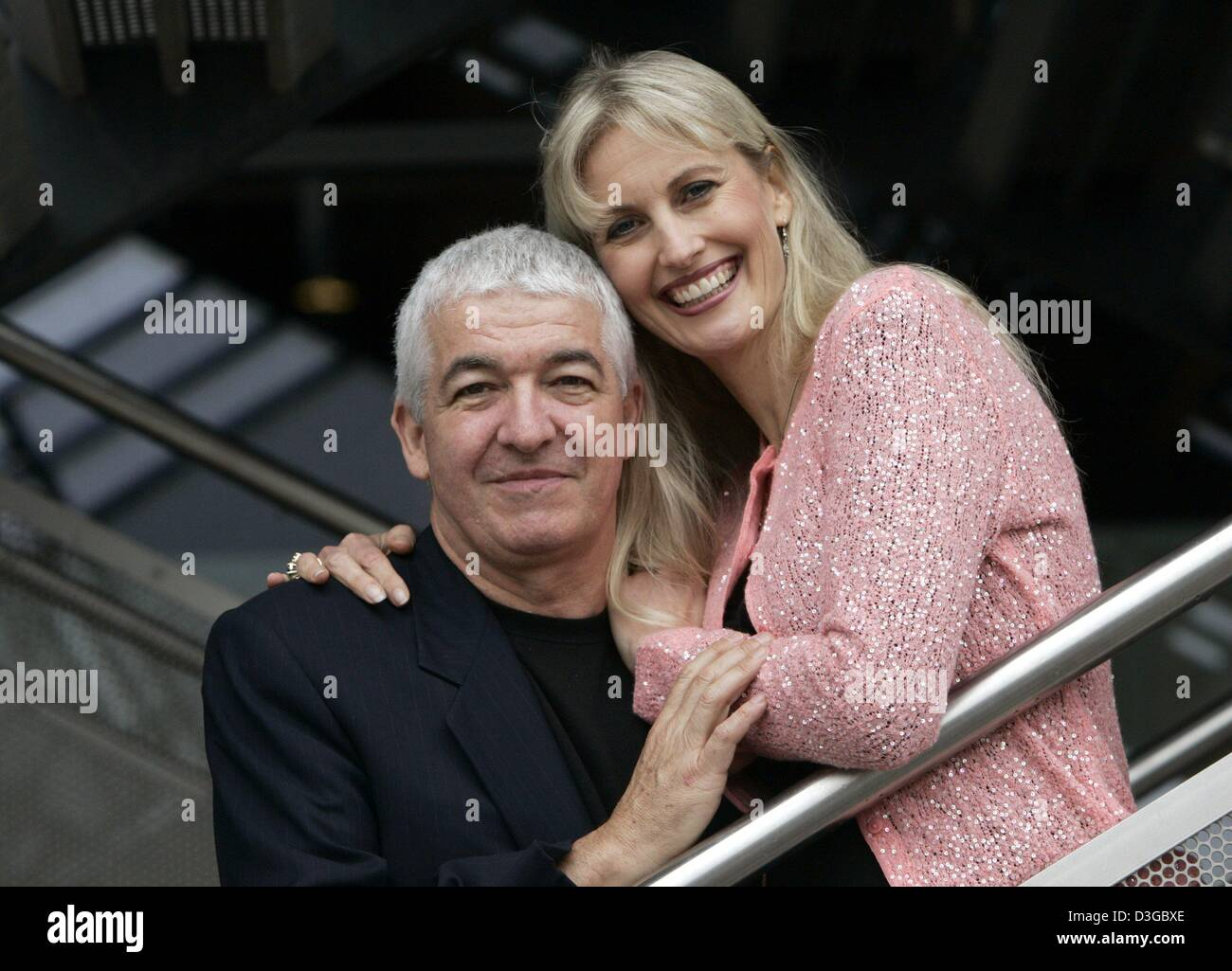 (dpa) - US communication trainers and best-selling authors Barbara and Allan Pease smile at the Book Fair in Frankfurt, - Stock Image