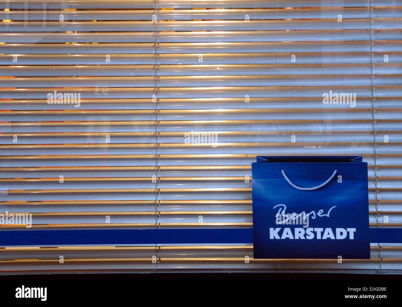 Dpa The Blinds Are Closed During Re Decoration Of The Karstadt