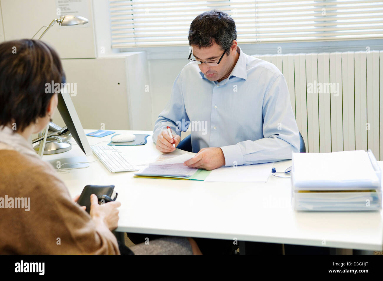 WOMAN IN CONSULTATION, DIALOGUE - Stock Image