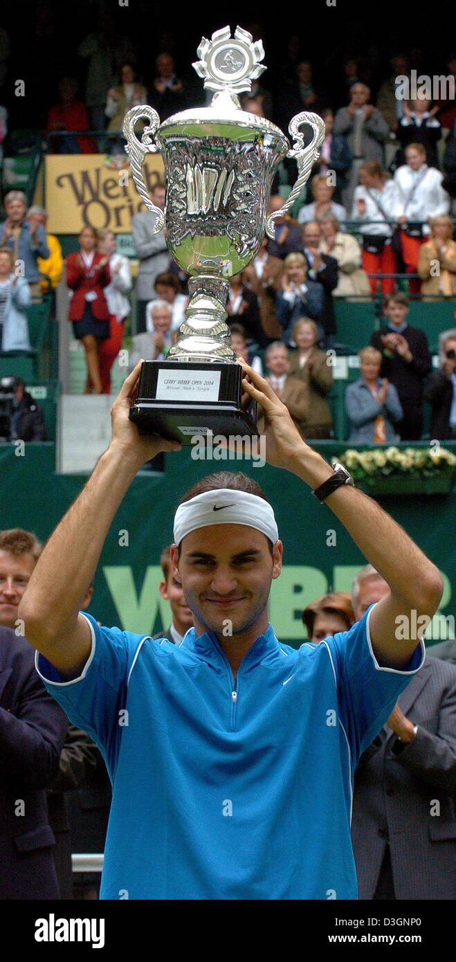 (dpa) - Swiss tennis player Roger Federer holds up his trophy after winning the final match of the Gerry Weber Open - Stock Image