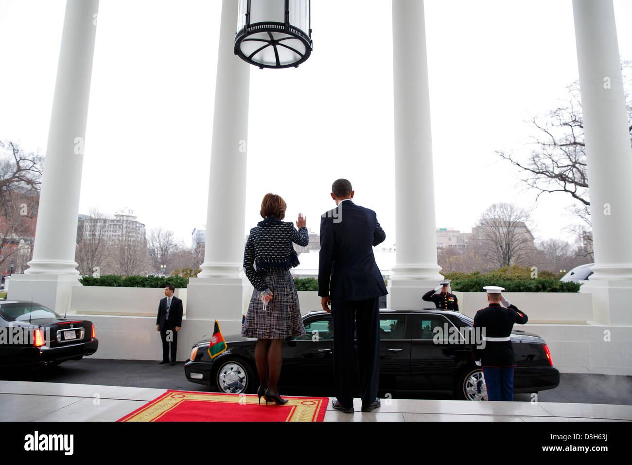 US President Barack Obama and Ambassador Capricia Marshall, Chief of Protocol, wave to President Hamid Karzai of - Stock Image