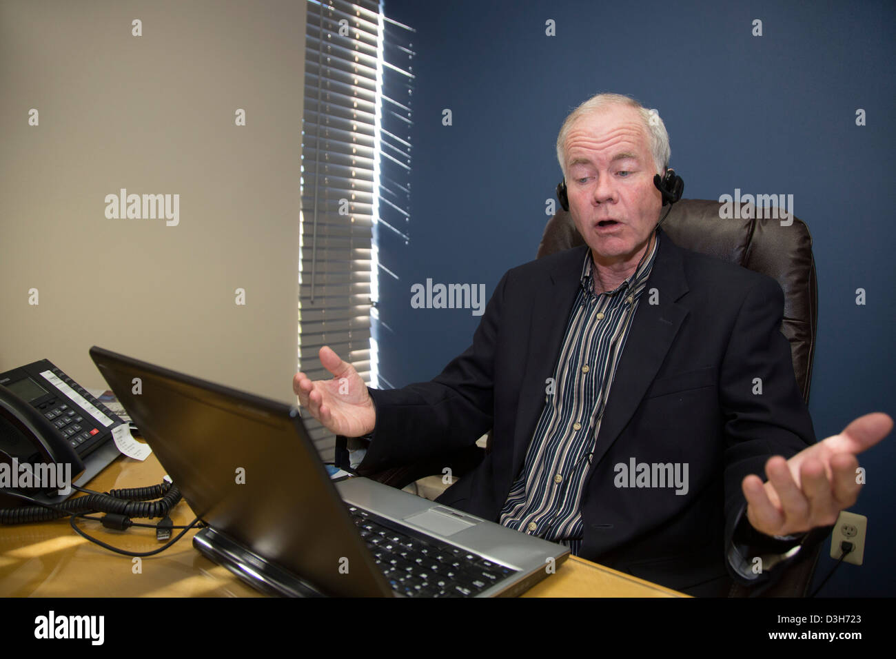 Auto industry analyst John McElroy records a radio broadcast - Stock Image