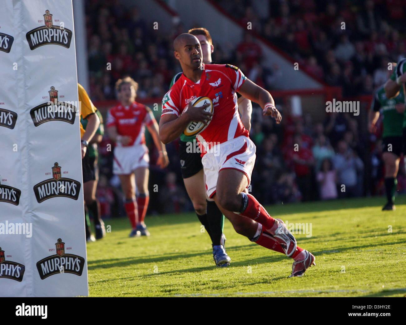 13 09 08  Scarlets v Connacht  Scarlets' Nathan Brew goes