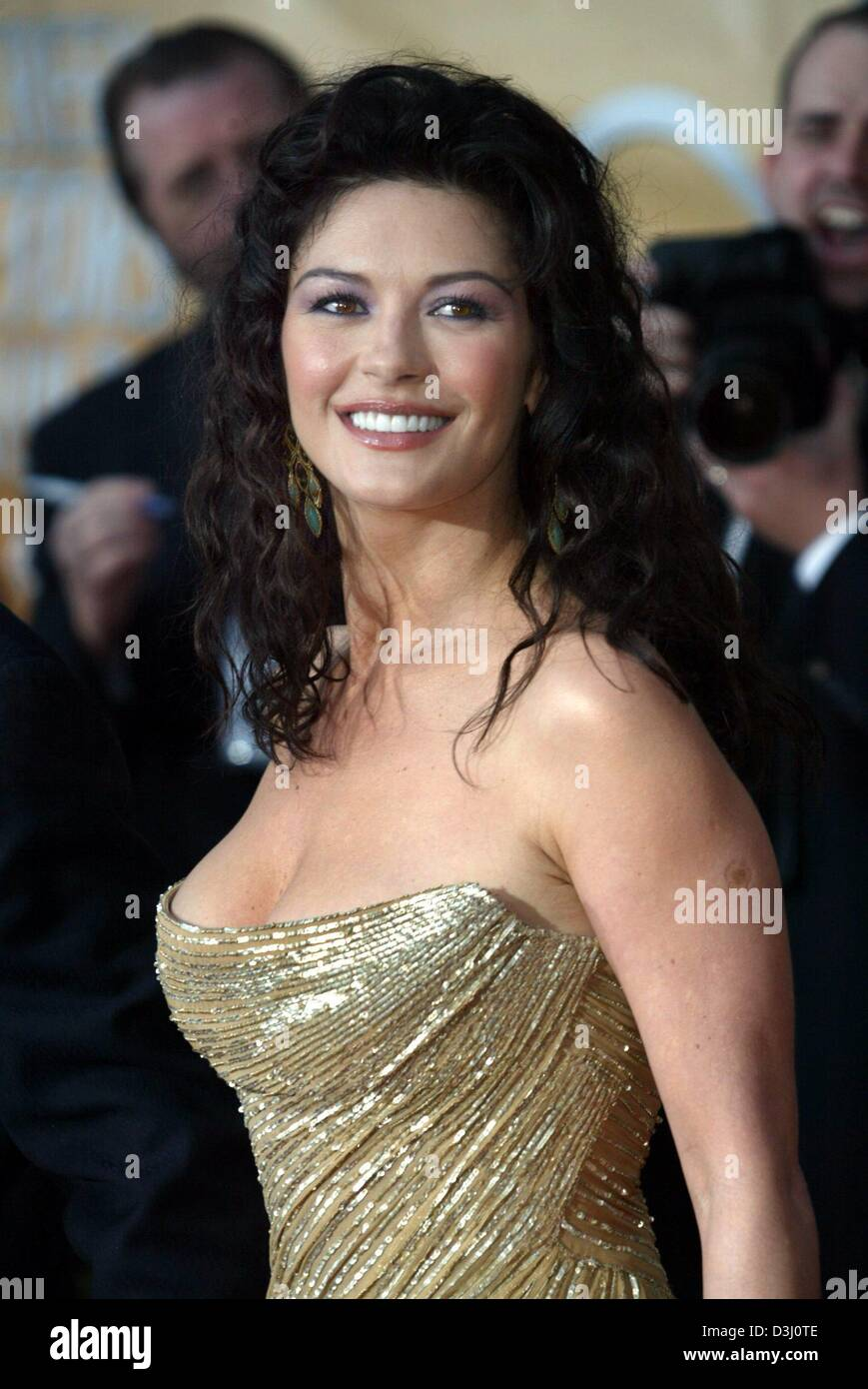 (dpa) - Welsh actress Catherine Zeta Jones arrives at the awards ceremony of the Screen Actors Guild (SAG) awards Stock Photo