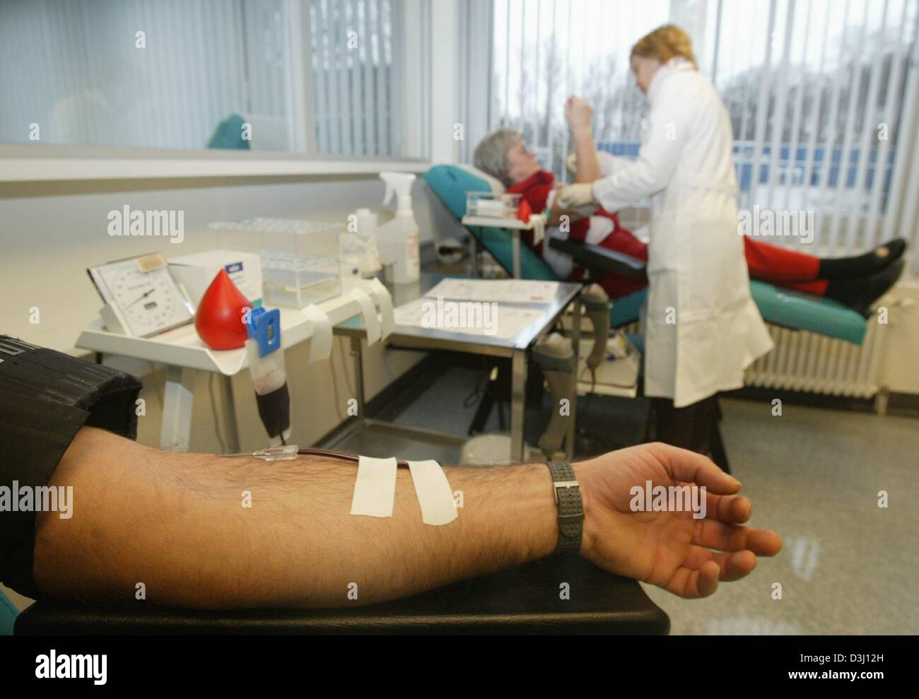 (dpa) - The arm of a blood donor is seen at the blood donation service of the German Red Cross in Hagen, Germany, - Stock Image