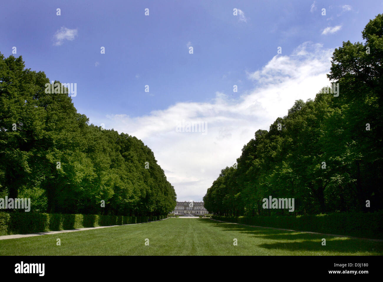 (dpa) - View on the castle Herrenchiemsee on the Herreninsel island at the Chiemsee lake. Germany, 9 June 2005. - Stock Image