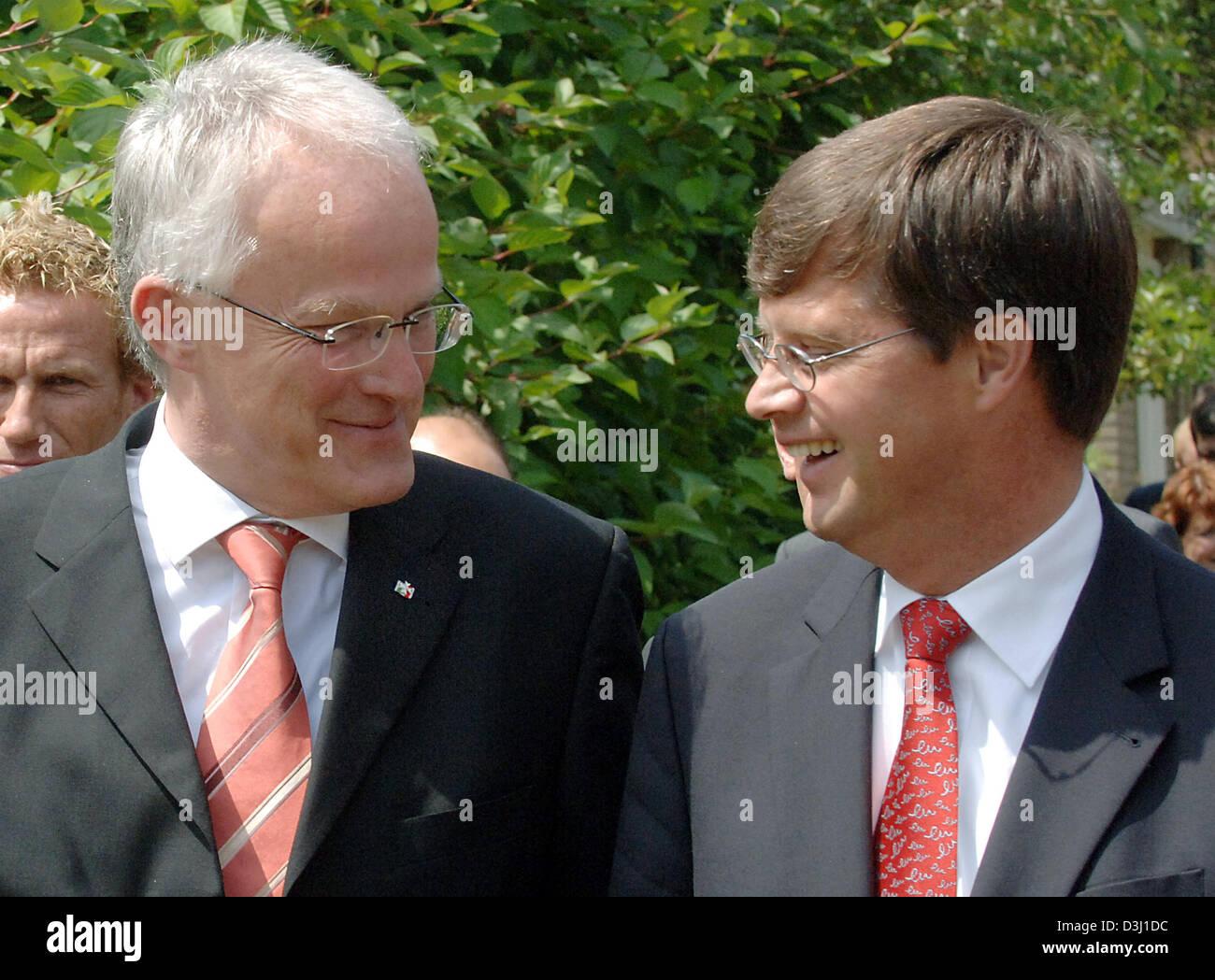 (dpa) - North Rhine Westphalia's new Minister President Juergen Ruettgers talks with Dutch Minister President - Stock Image