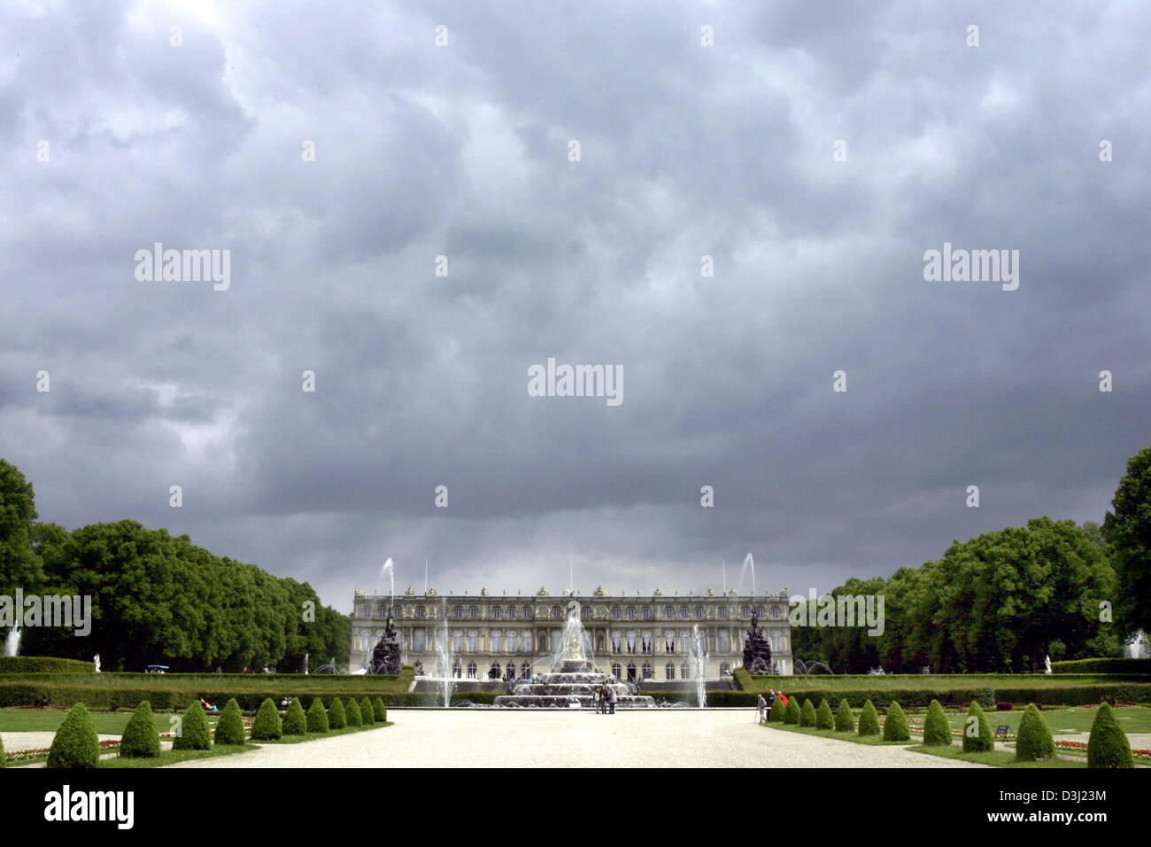 (dpa) - A view of the garden and Chateau Herrenchiemsee on Herreninsel island on Lake Chiemsee in Herrenchiemsee, - Stock Image