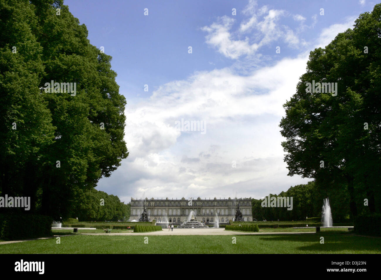 (dpa) - A view of the park and Chateau Herrenchiemsee on Herreninsel island in the Lake  Chiemsee in Herrenchiemsee, - Stock Image