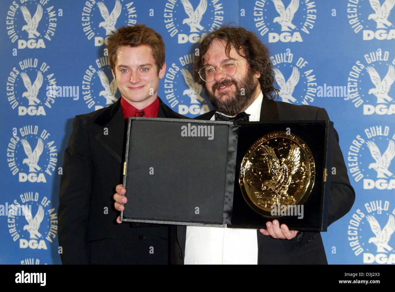 cfef0b9ae07b (dpa) - US actor Elijah Wood (L) smiles as he stands next