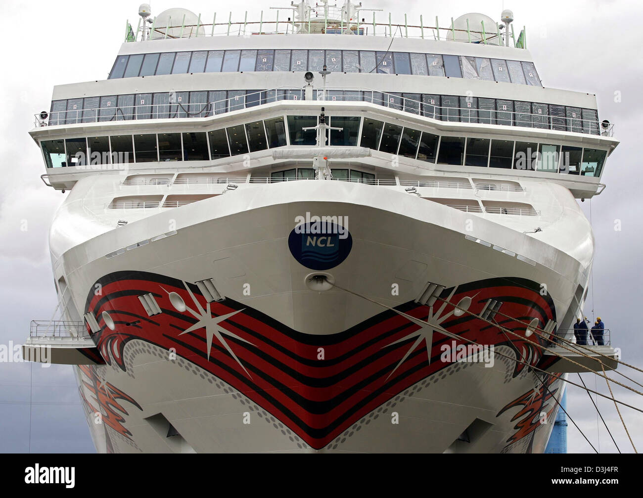 (dpa) The picture shows the most recently built cruiseship 'Norwegian Jewel' after leaving the dock of the - Stock Image