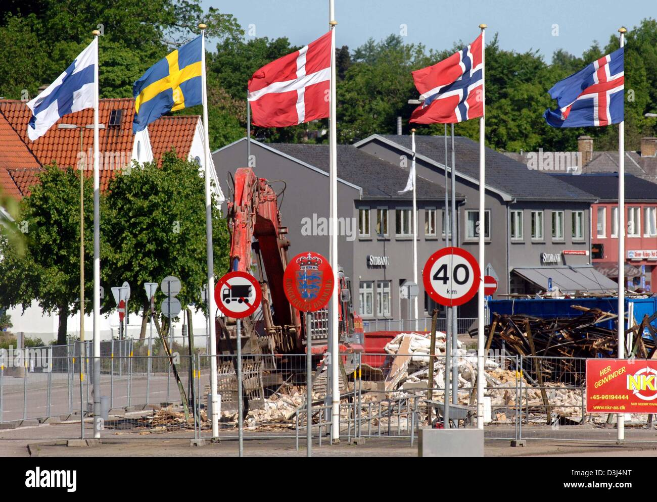 (dpa) - Danish builders demolish a checkpoint at the German-Danish border crossing in Flensburg, Germany, Tuesday, - Stock Image