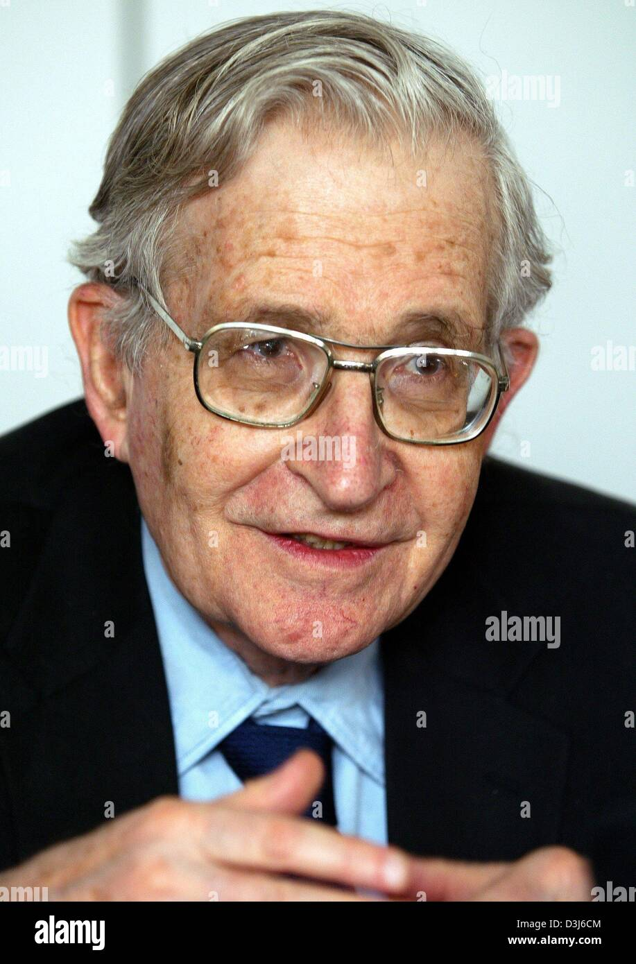 (dpa) - Noam Chomsky, social critic and professor for linguistics and philosophy, speaks during a press conference - Stock Image