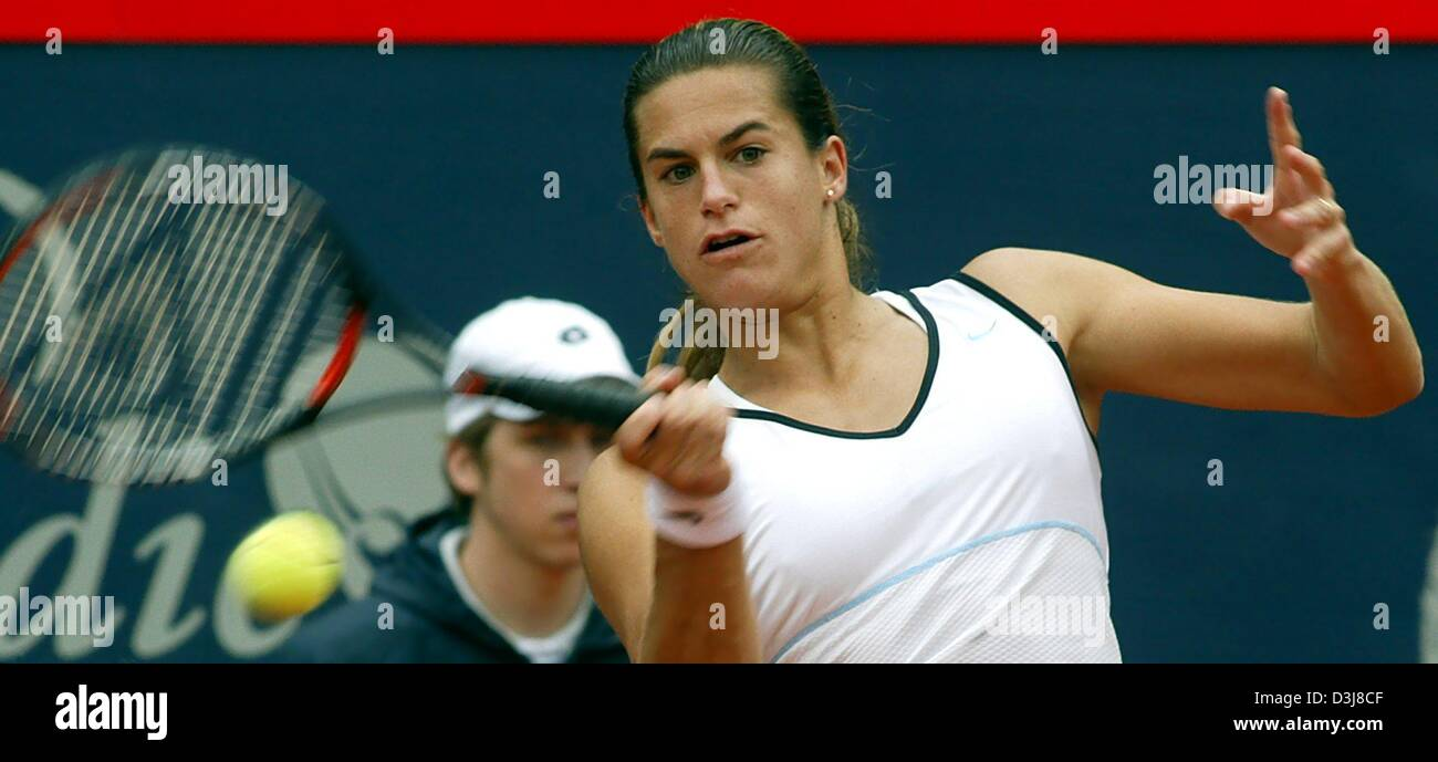 (dpa) - French tennis player Amelie Mauresmo hits a forehand during the German Open semi final match against US - Stock Image