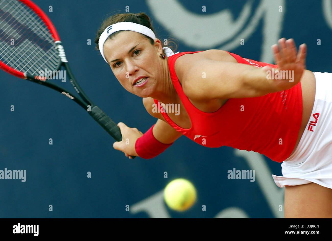 (dpa) - US tennis player Jennifer Capriati hits a forehand during the German Open semi final match against French - Stock Image
