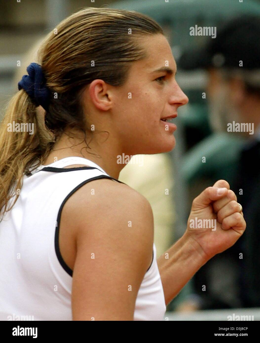 (dpa) - French tennis player Amelie Mauresmo cheers after winning the German Open semi final match against US Jennifer - Stock Image