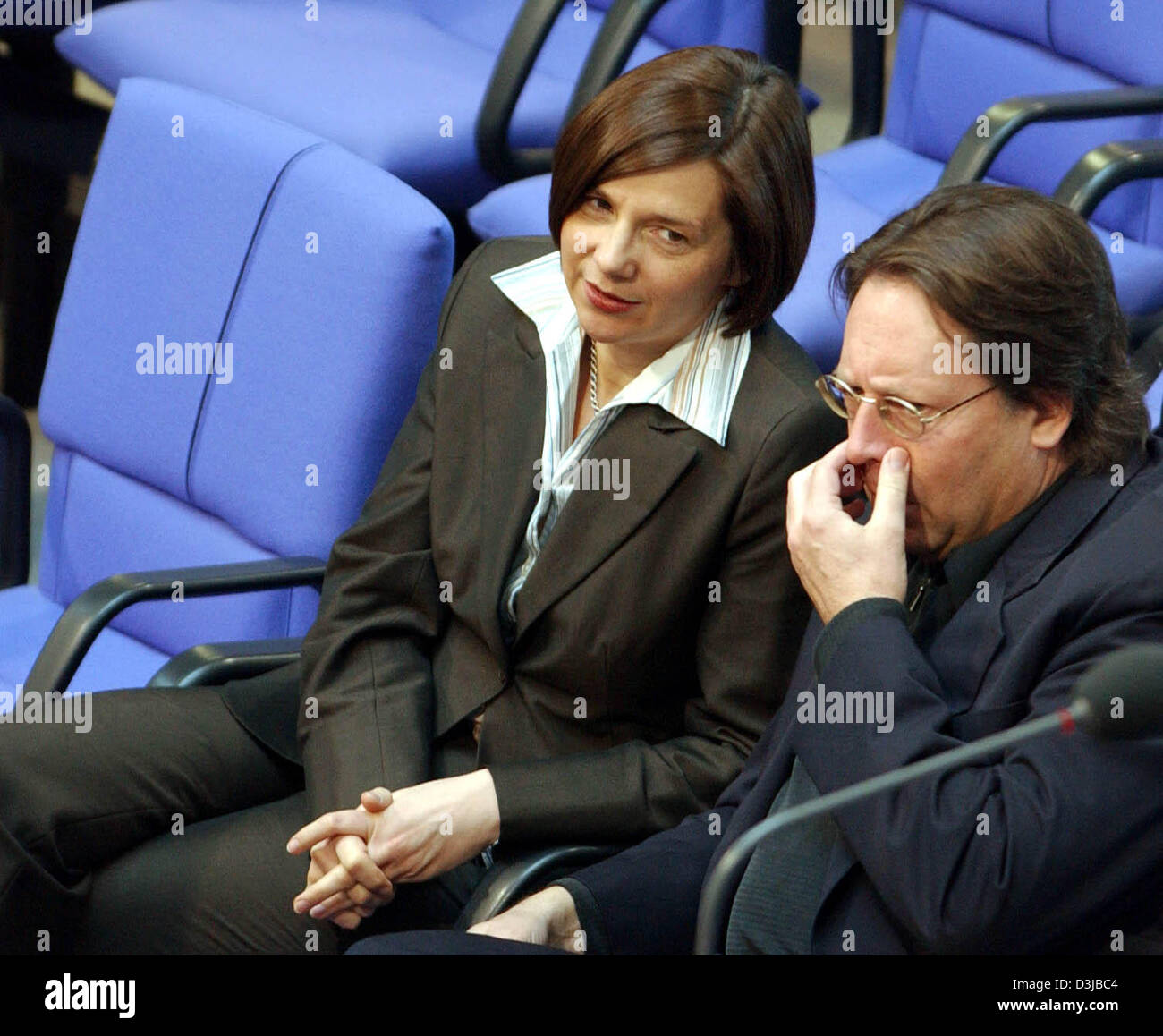 (dpa) - Ludger Volmer (R), former Minister of State at the German Foreign Office, chats with Katrin Goering-Eckardt leader of the Green Party faction in the Bundestag, German parliament in Berlin, Friday, 22 April 2005. Volmer testified last Thursdsay, 21 April 2005, to the inquiry commission investigating the scandal concerning the misuse of travel visas to Germany. Stock Photo