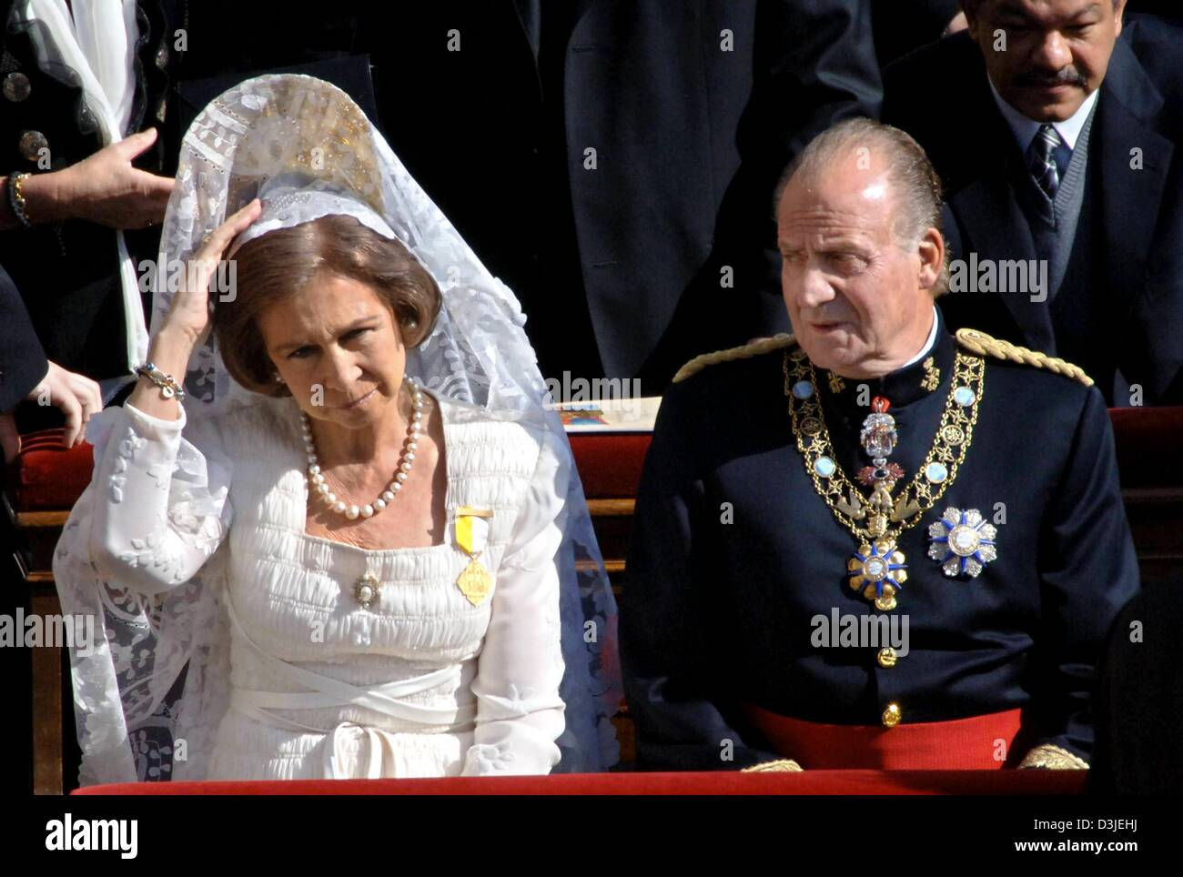 (dpa) - King Juan Carlos of Spain and his wife Queen Sophia take part in the church service on St Peter's SquareStock Photo