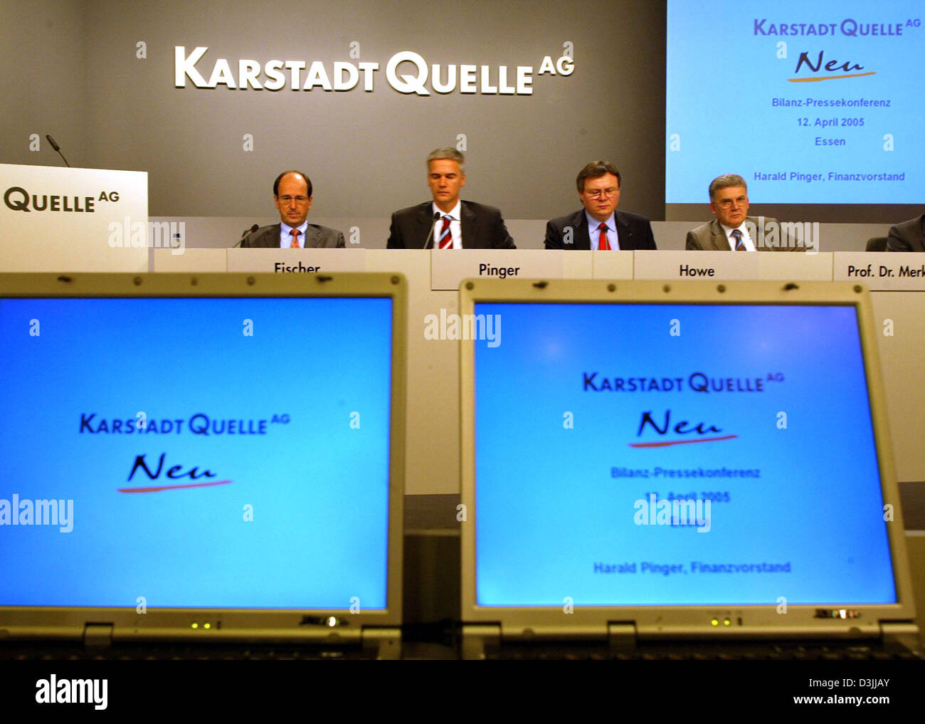 (dpa) - Members of the Board Arwed Fischer (L-R), Harald Pinger, Interim Chief Executive of embattled German department - Stock Image