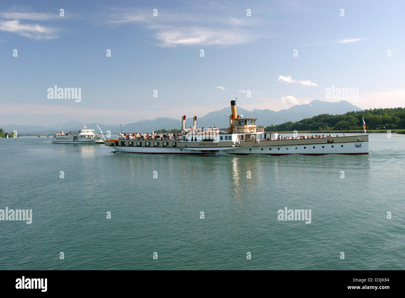 (dpa) - The paddle wheel steamer 'Ludwig Fessler' pictured on the Chiemsee lake between the Herreninsel - Stock Image