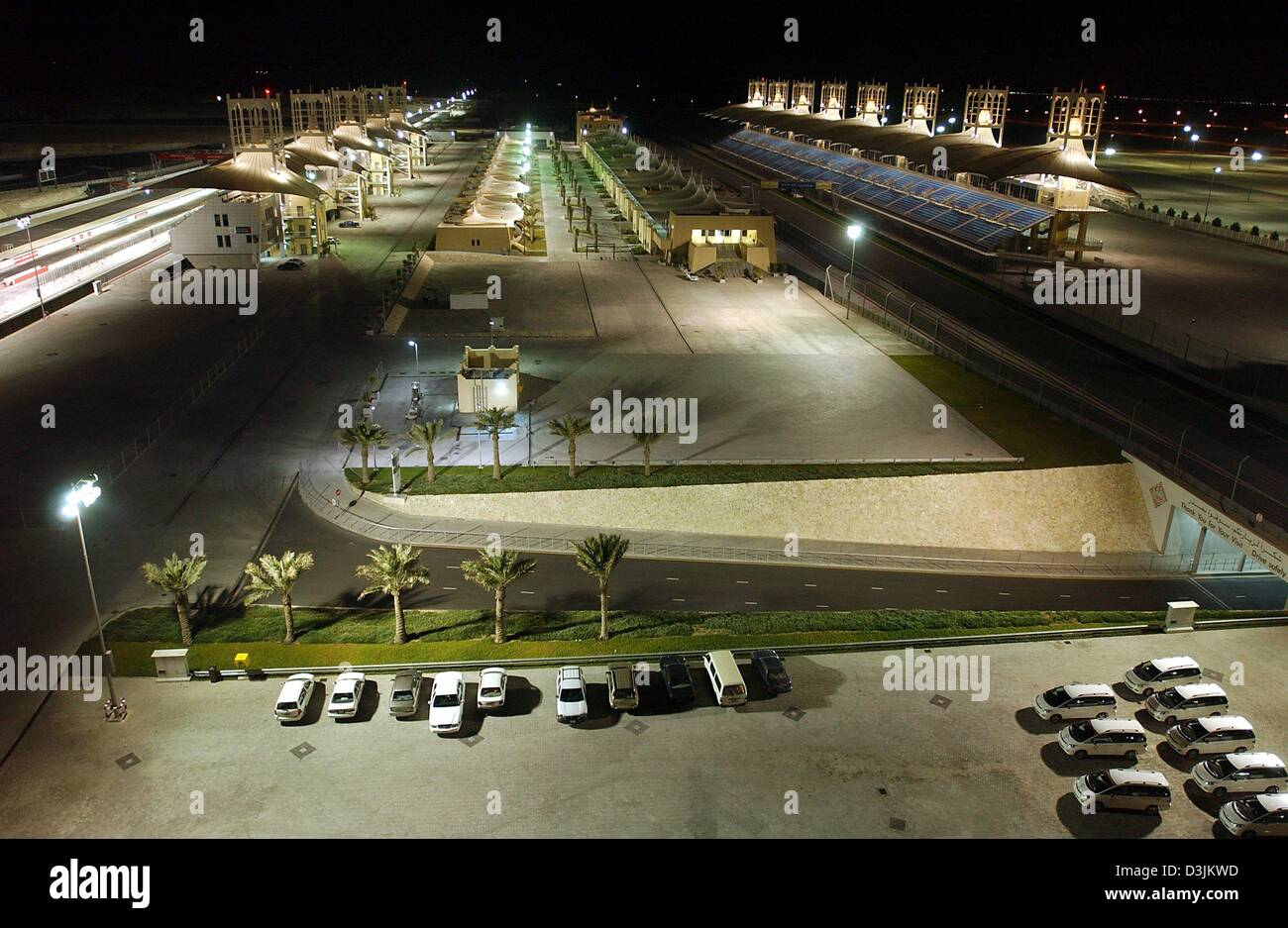 (dpa) - View of the illuminated Formula 1 race track near Manama, Bahrain, 14 February 2005. - Stock Image