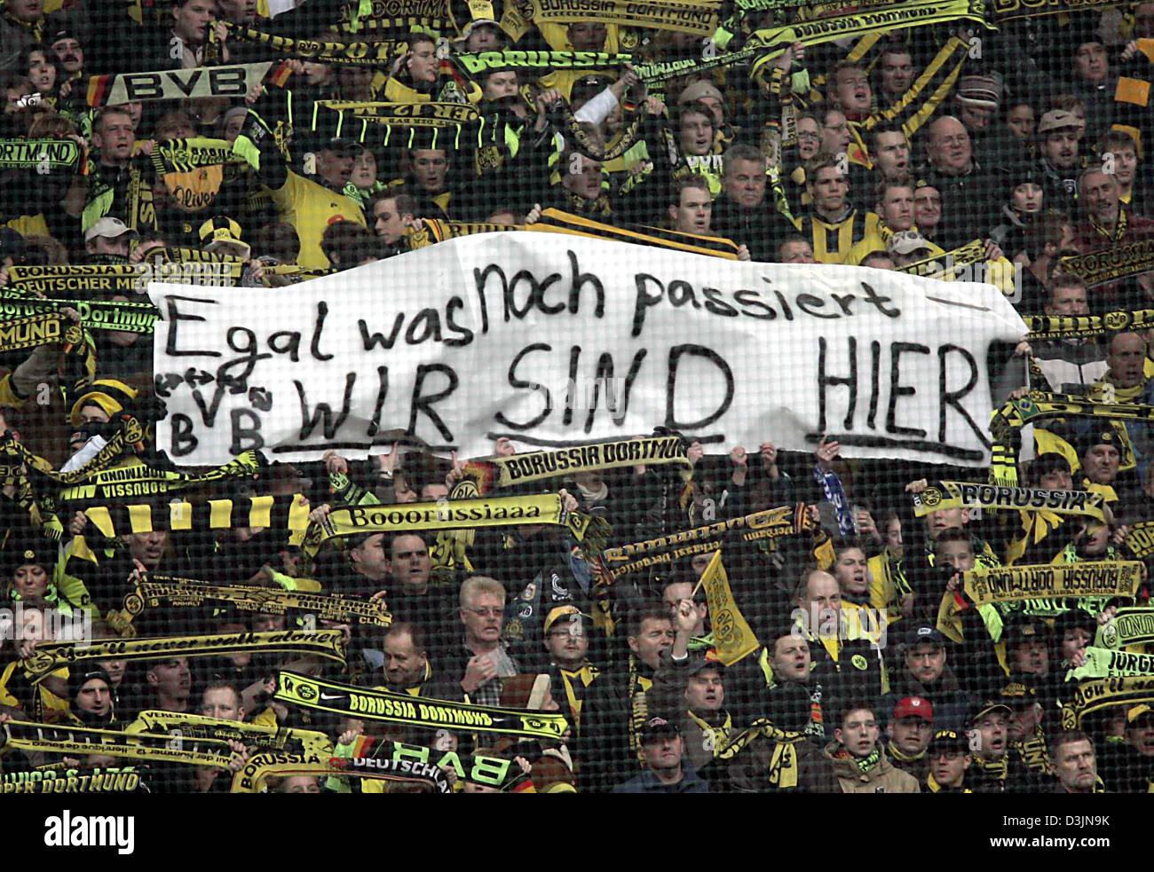 Dpa Fans Of The Bundesliga Soccer Club Borussia Dortmund Show A Stock Photo Alamy