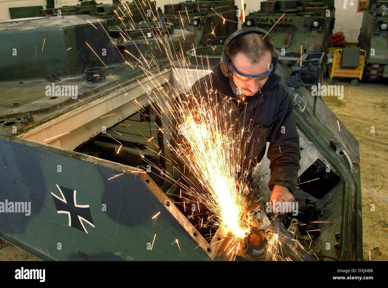 dpa) - An employee of Nammo Buck GmbH dismantles a tank in