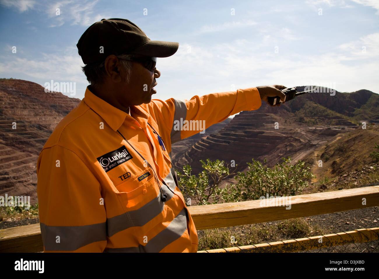 Ted Hall, conducts a tour at Argyle Diamond Mine, south of Kununnura, East Kimberly region, Western Australia - Stock Image
