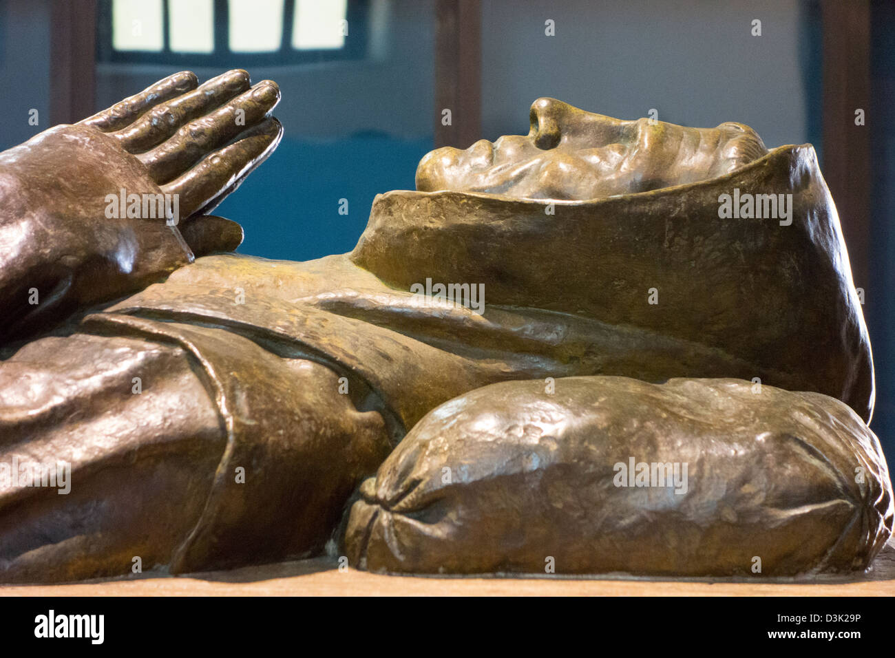 The Serra cenotaph by sculptor Joe Mora in Mission San Carlos Borromeo in Carmel commemorates Father Junipero Serra, - Stock Image