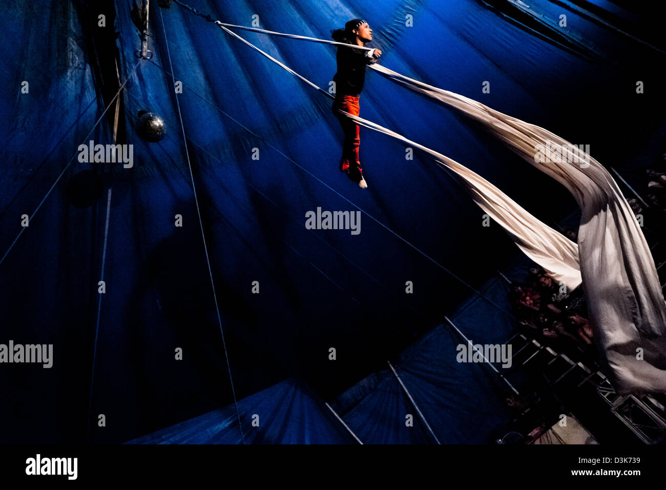 A Salvadorean man performs an aerial fabric acrobatics act at a family run circus travelling in Central America. - Stock Image