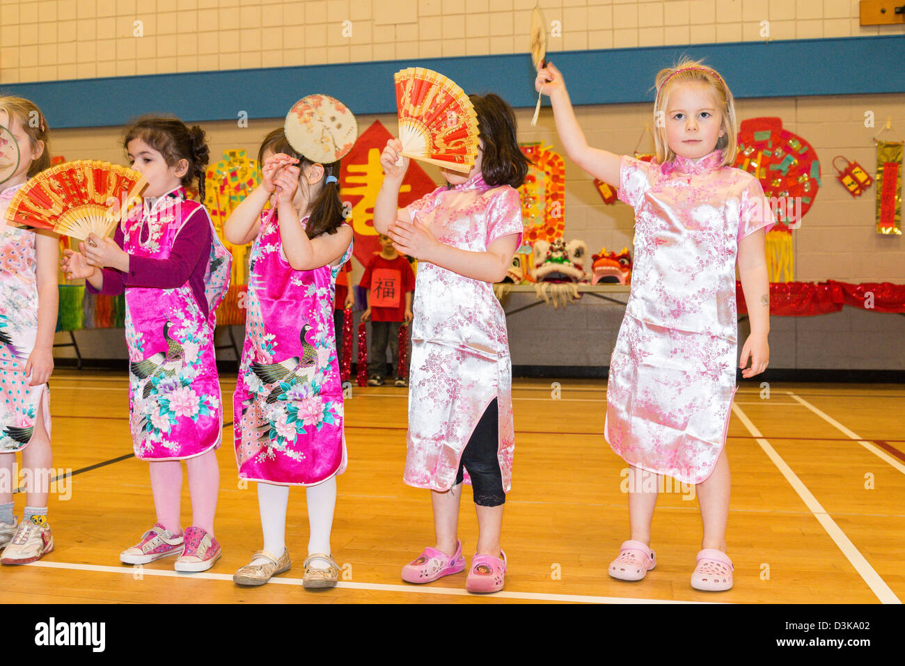 5282105db Children performing with fans in traditional chinese dress at ...