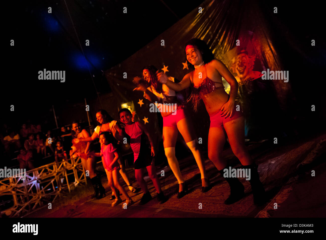 Salvadorean women with their children perform a dancing act at a family run circus travelling in Central America. - Stock Image