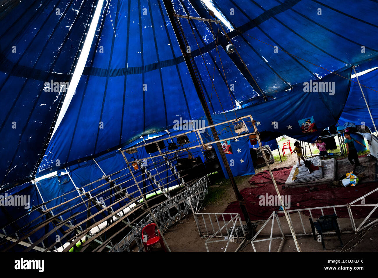 Salvadorean children play in the empty tent of the Circo Brasilia, a family run circus travelling in Central America. - Stock Image