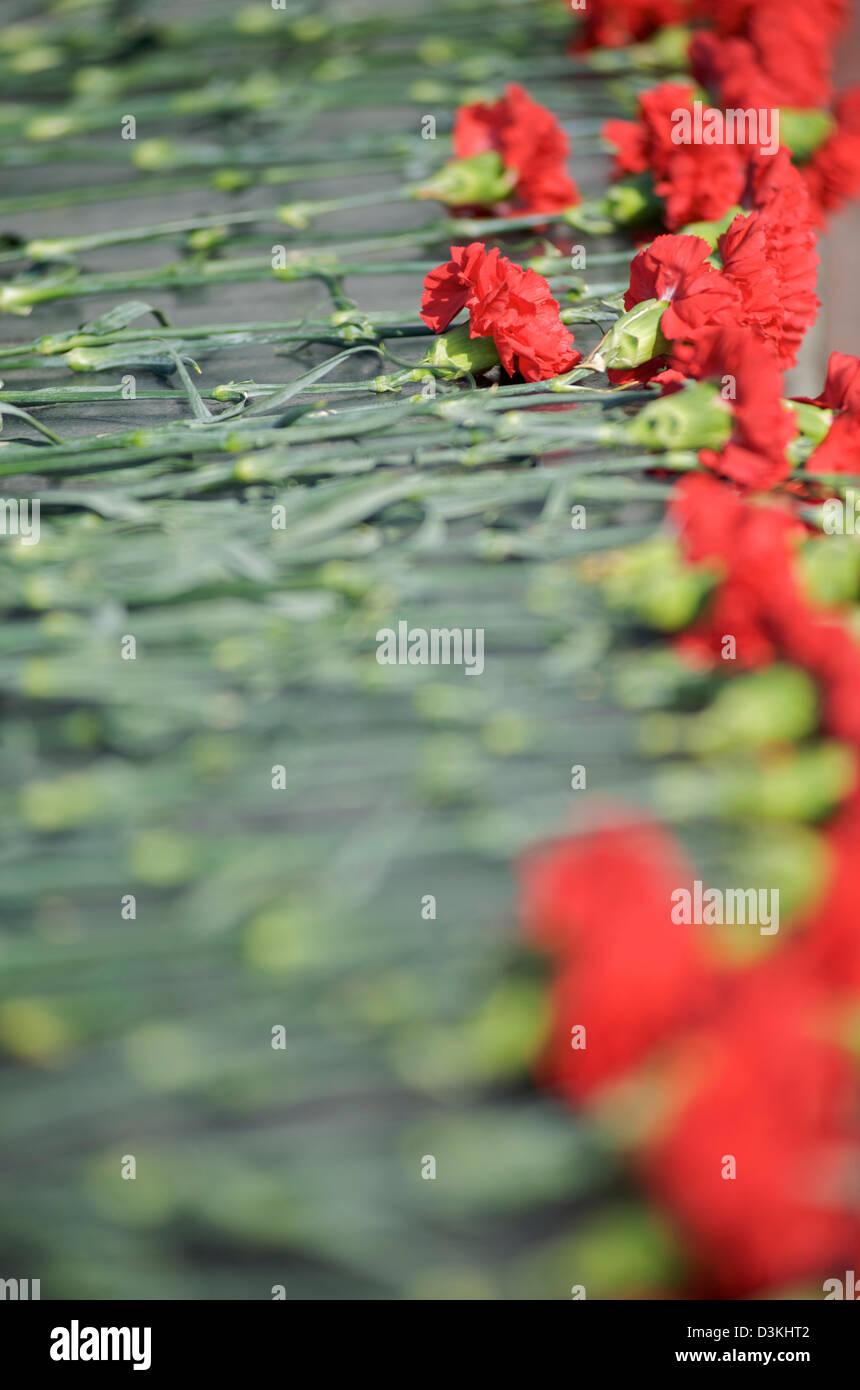 Floral tributes at the Alyosha war memorial in Murmansk, Russia - Stock Image