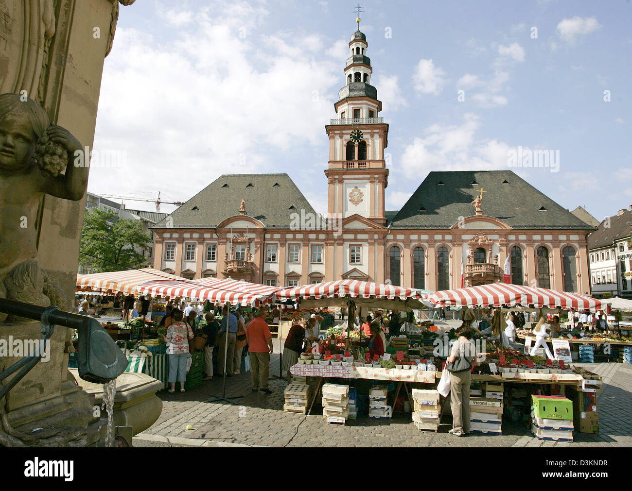 dpa) - The picture shows the Market Square in downtown