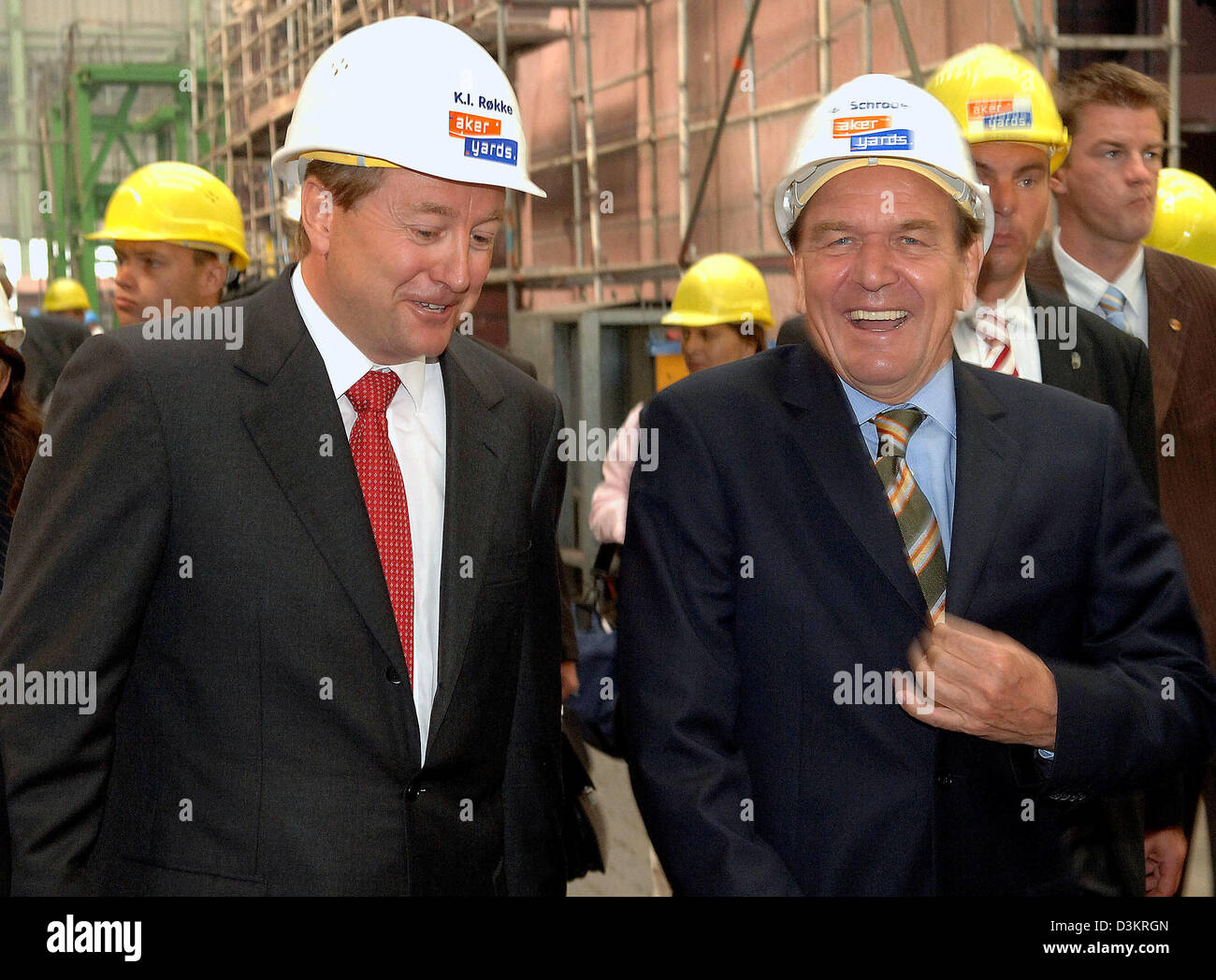 The picture shows German Federal Chancellor Gerhard Schroeder (R) and Norwegian main owner of Aker Yards ASA Kjell - Stock Image