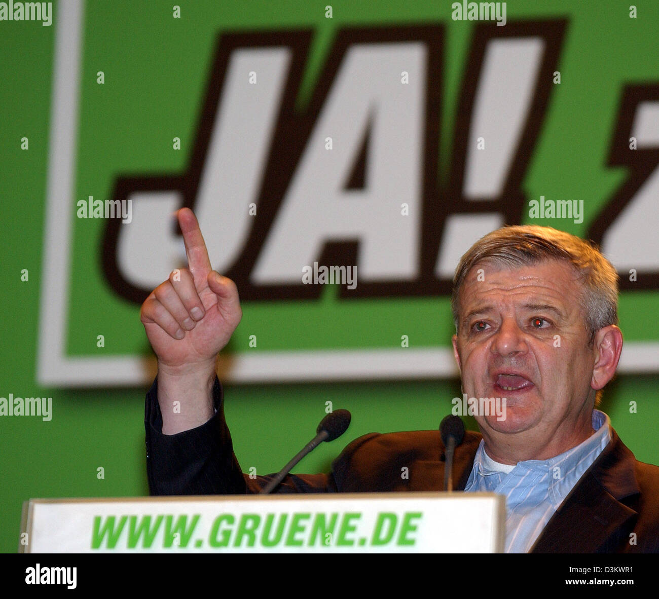 (dpa) - German Foreign Minister Joschka Fischer raises his finger as he speaks during an election campaign rally of the Green Party in Berlin, 16 September 2005. Around 62 million voters were called upon to cast their vote at the general election for the German Bundestag parliament which will take place on Sunday, 18 September 2005. Photo: Stephanie Pilick Stock Photo