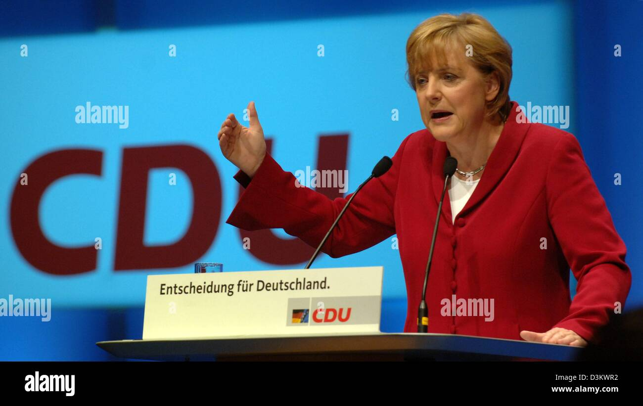 (dpa) - Angela Merkel, top candidate for the German chancellorship of the Christian Democratic Union (CDU), speaks to her supporters during a campaign rally of the CDU in Berlin, Friday, 16 September 2005. The CDU is entering the final stage of the election campaign for the general election of the German Bundestag parliament on Sunday, 18 September 2005. Photo: Tim Brakemeier Stock Photo