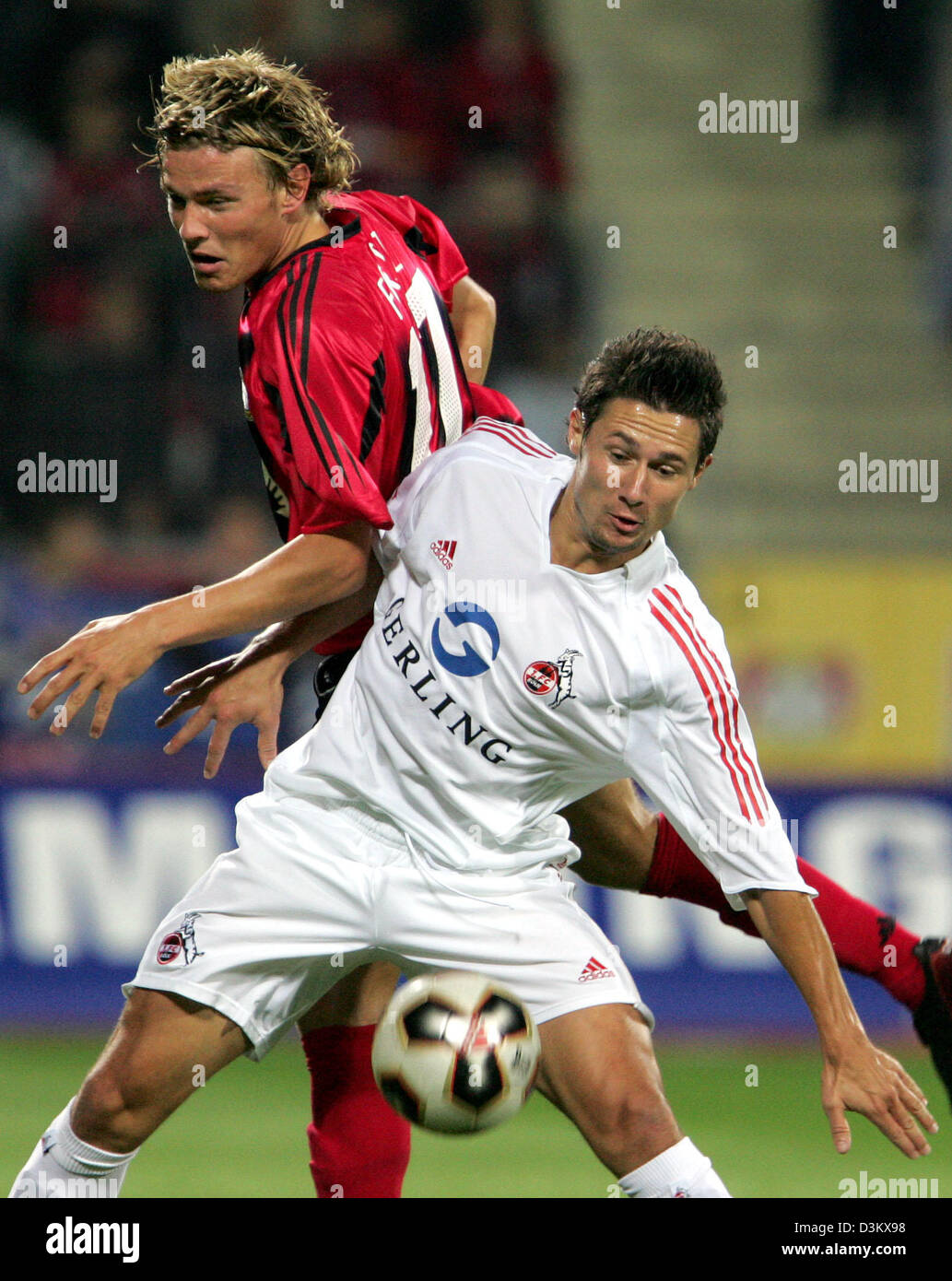 (dpa) - Clemens Fritz (L, back) of Bayer Leverkusen and Albert Streit  (front) of FC Cologne vie for the ball during - Stock Image