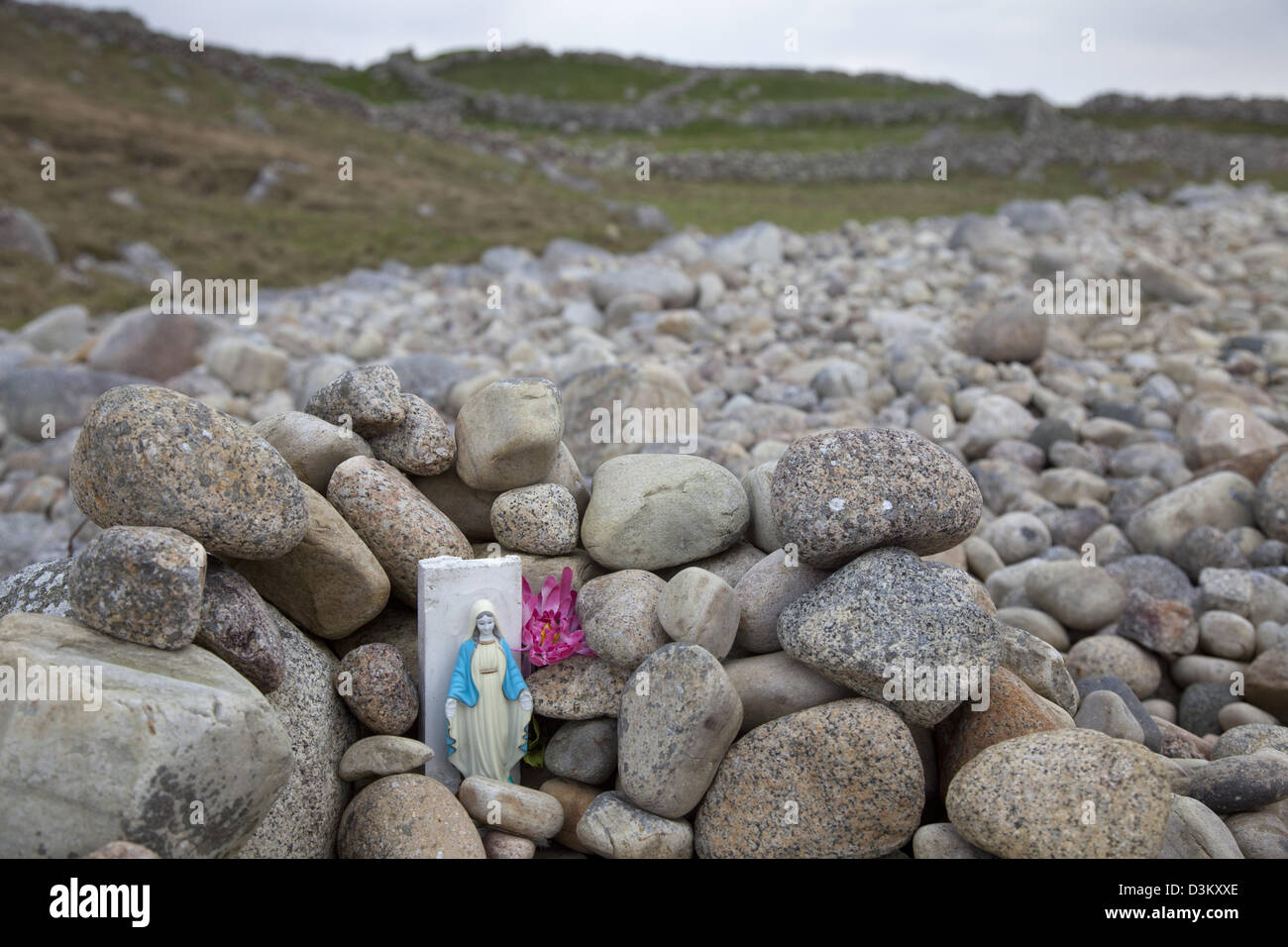 Tiny catholic shrine by the sea shore at Bloody Foreland, County Donegal, Ireland. Stock Photo