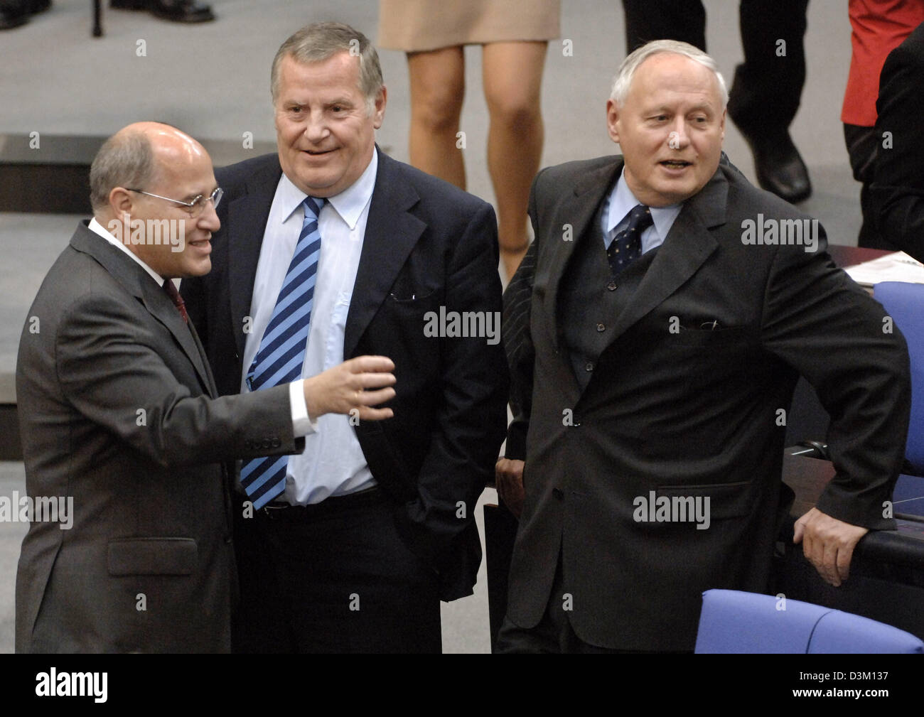 (dpa) - Oskar Lafontaine (R) and Gregor Gysi (L), the joint chairmen of the parliamentary faction of the 'Linkspartei' (Left Party) and Lothart Bisky, the chairman of the party, talk to each other during the first session of the new parliament at the Reichstag building in Berlin, Germany, Tuesday, 18 October 2005. The parliament has come together for the first time since the genera Stock Photo