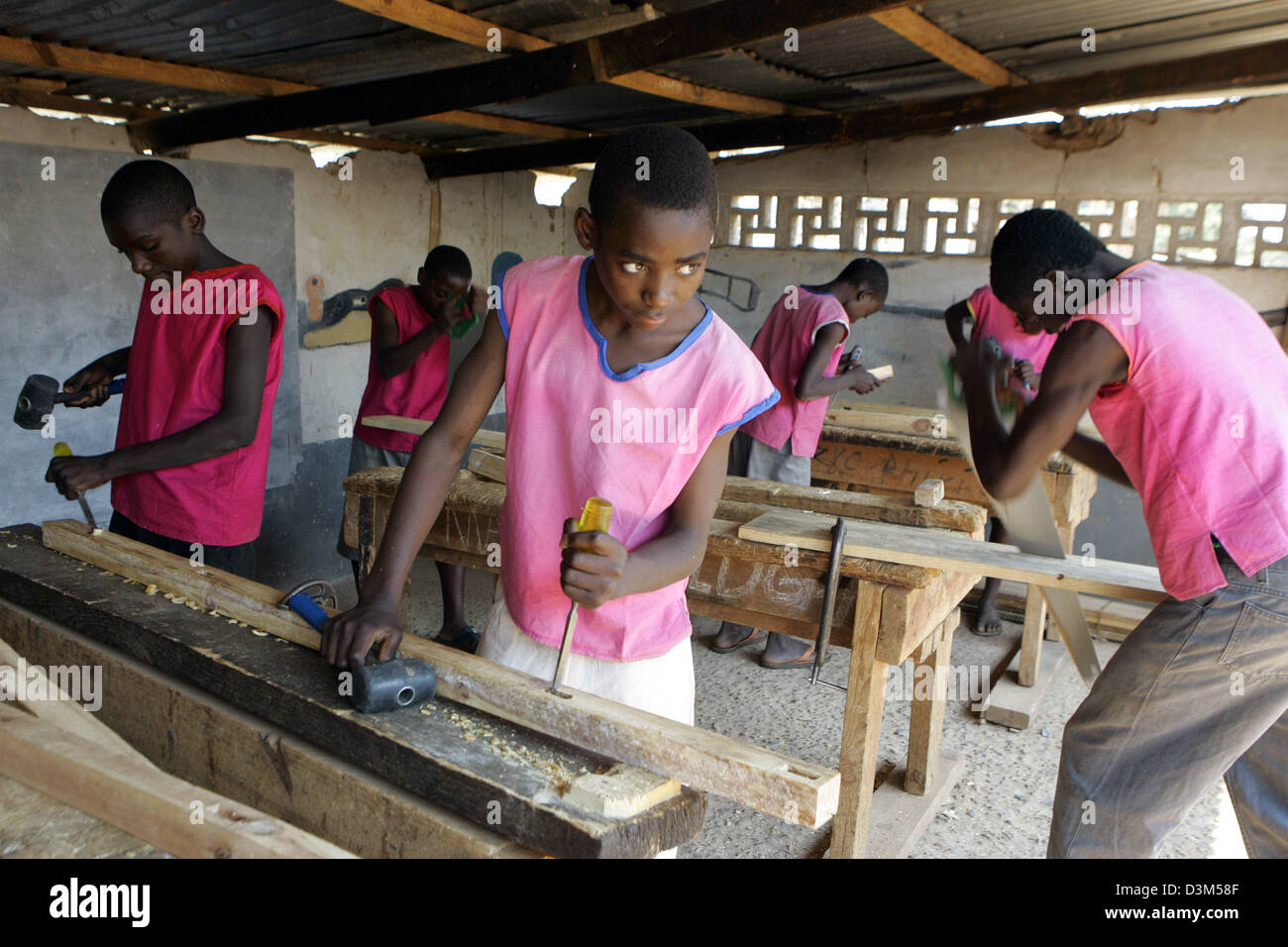 Dpa The Picture Shows Boys At Handicrafts As Preperation For A