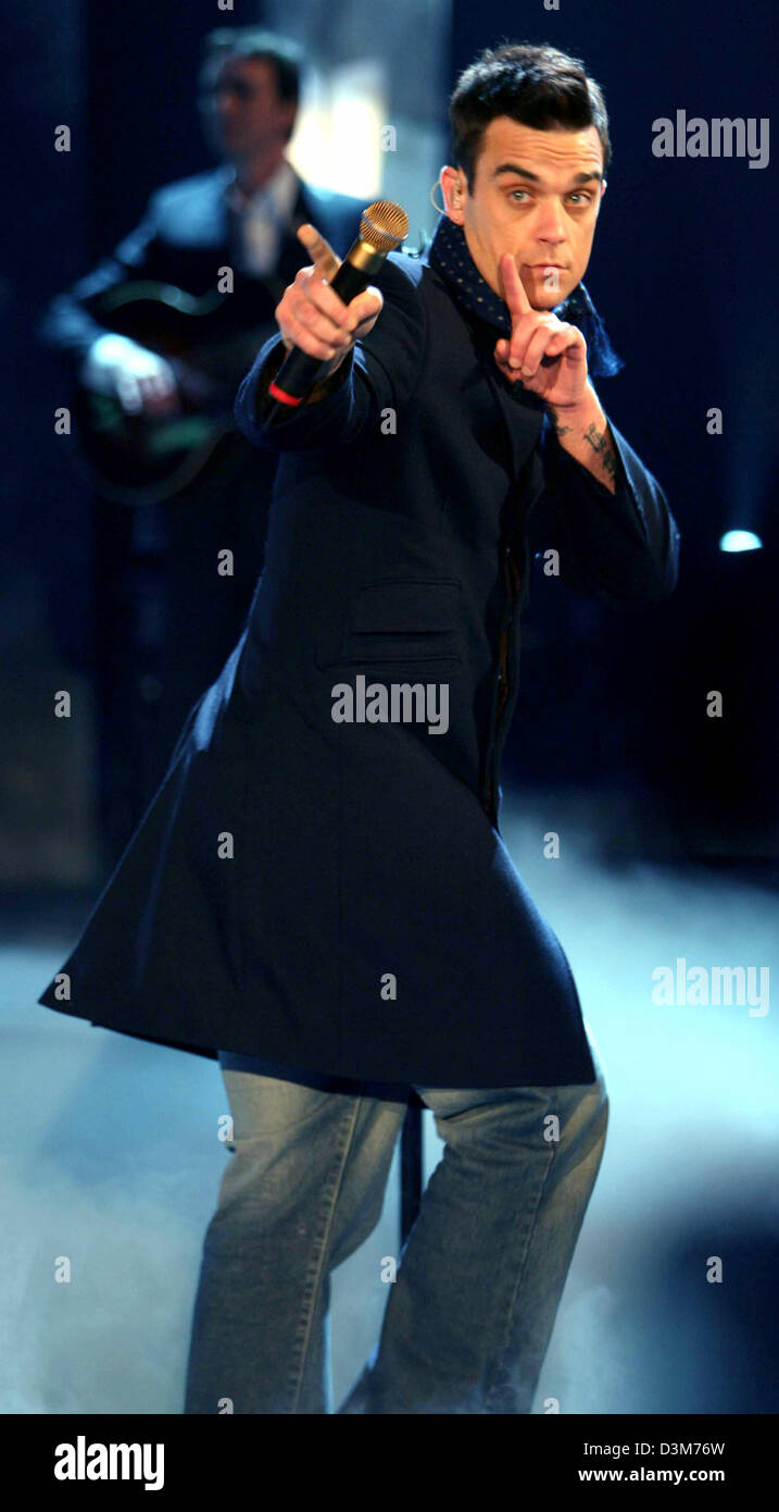 dpa) - British pop star Robbie Williams performs during the German