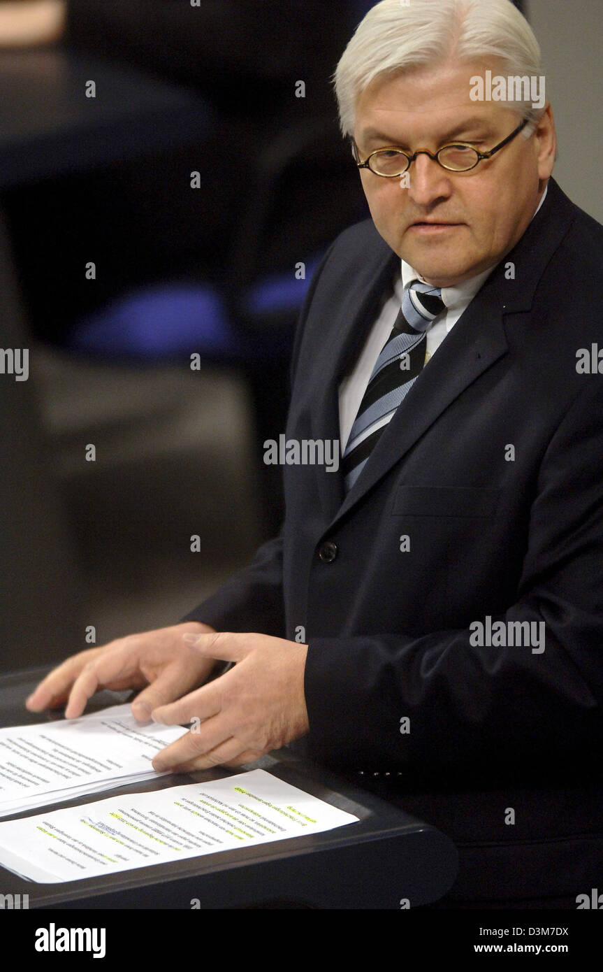 (dpa) - German Foreign Minister Frank-Walter Steinmeier (SPD) delivers a speech during a parliamentary debate  at the German lower house of parliament Bundestag in Berlin, on Wednesday, 14 December 2005. Germany played no part in the US abduction of a German citizen who was held as a terrorist suspect in Afghanistan, the government said, describing it for the first time as a possib Stock Photo