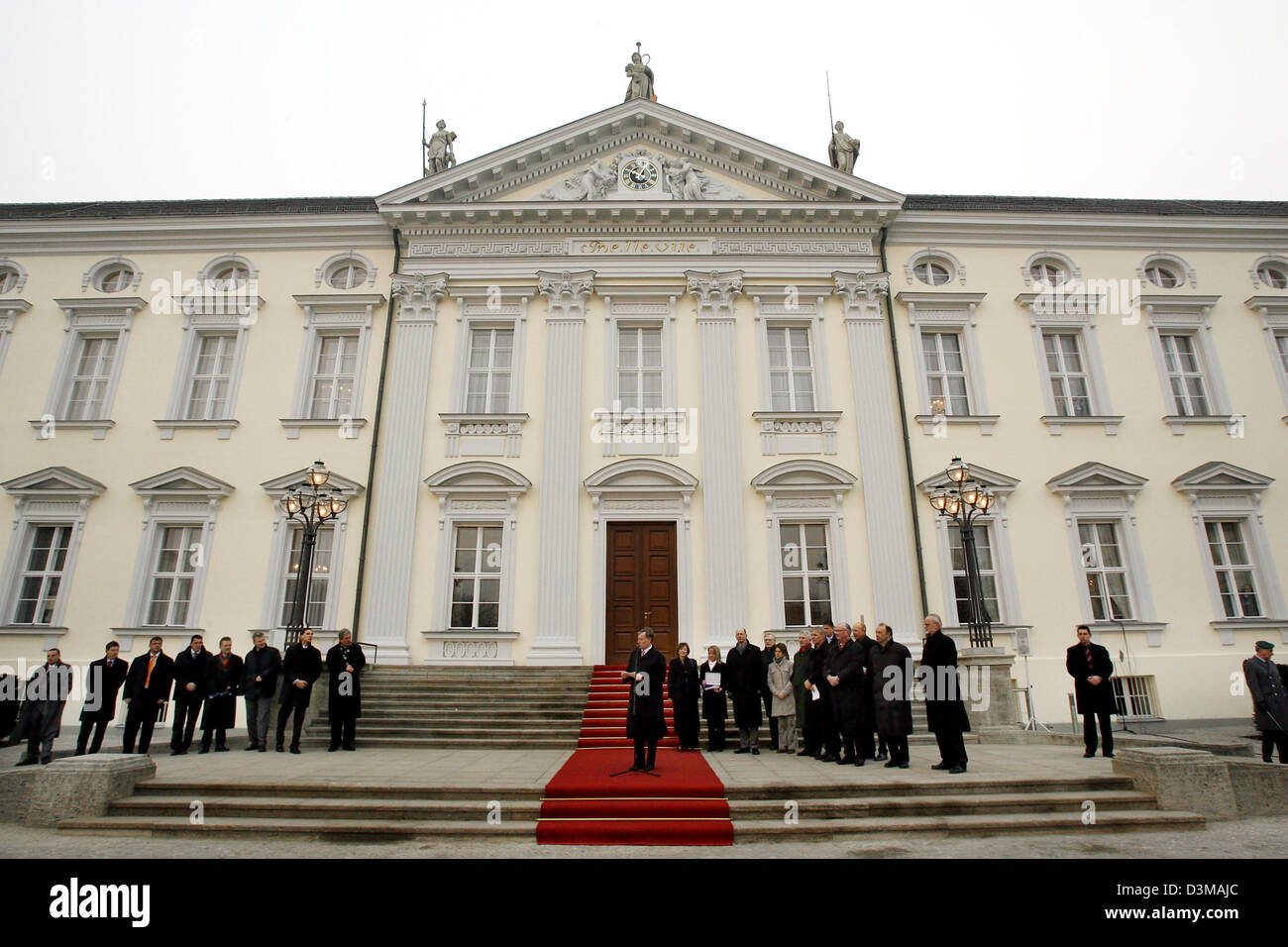 (dpa) - German President Horst Koehler (C) speaks at the Bellevue palace in Berlin, Germany, Sunday 8 January 2006. - Stock Image