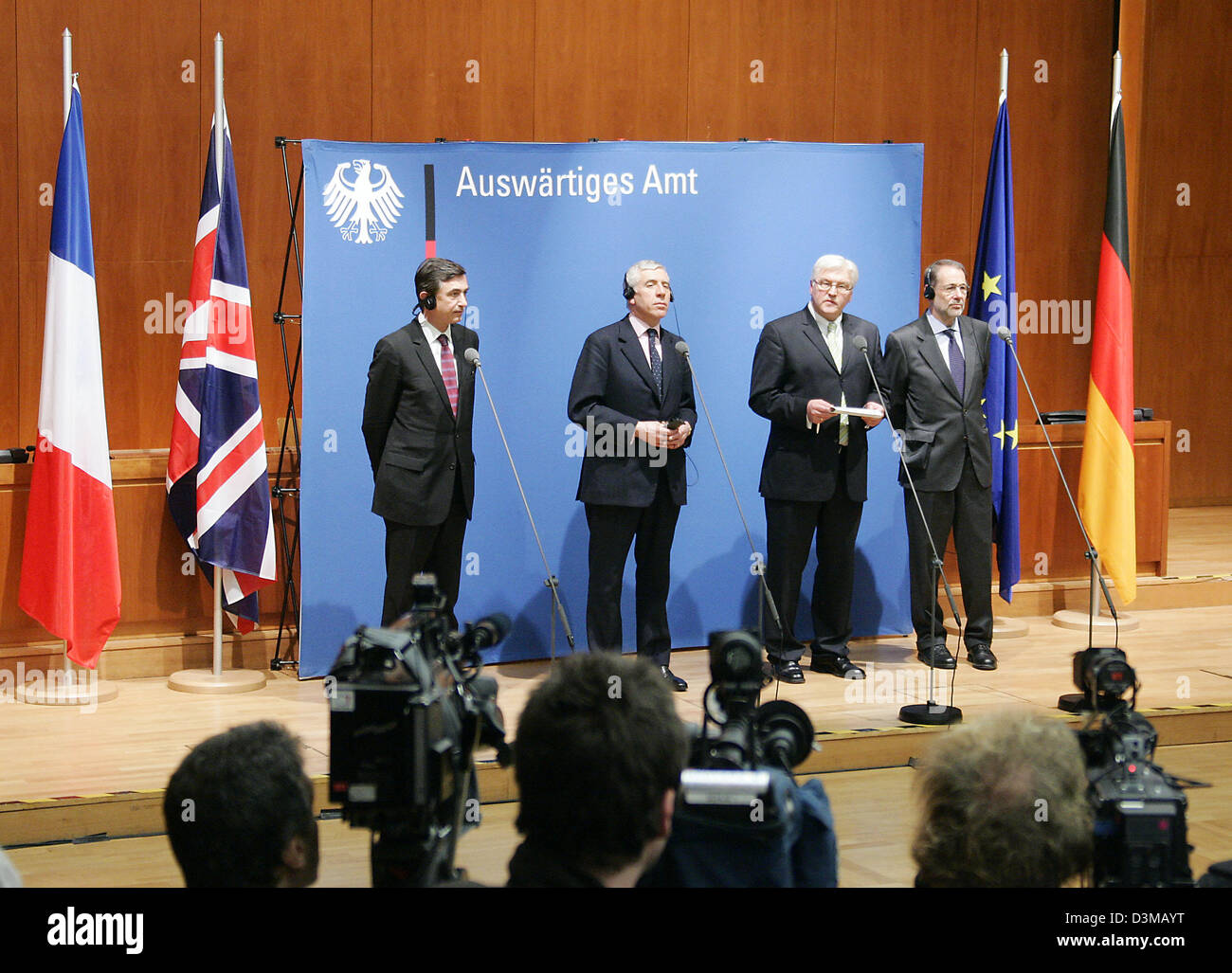 (dpa) - German Foreign Minister Frank-Walter Steinmeier (2nd f.R.) and his colleagues  from France Philippe Douste - Stock Image