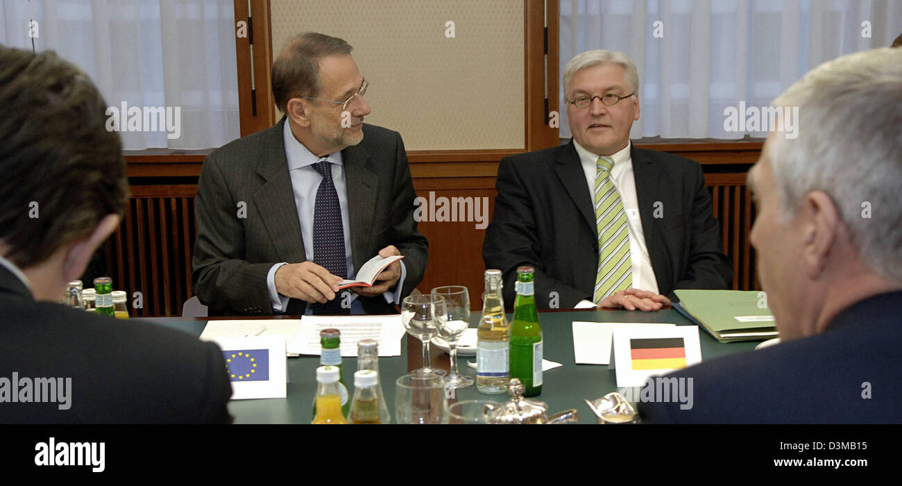 (dpa) - Frank-Walter Steinmeier (R), German Foreign Minister and Javier Solana (L), EU High Representative for the - Stock Image