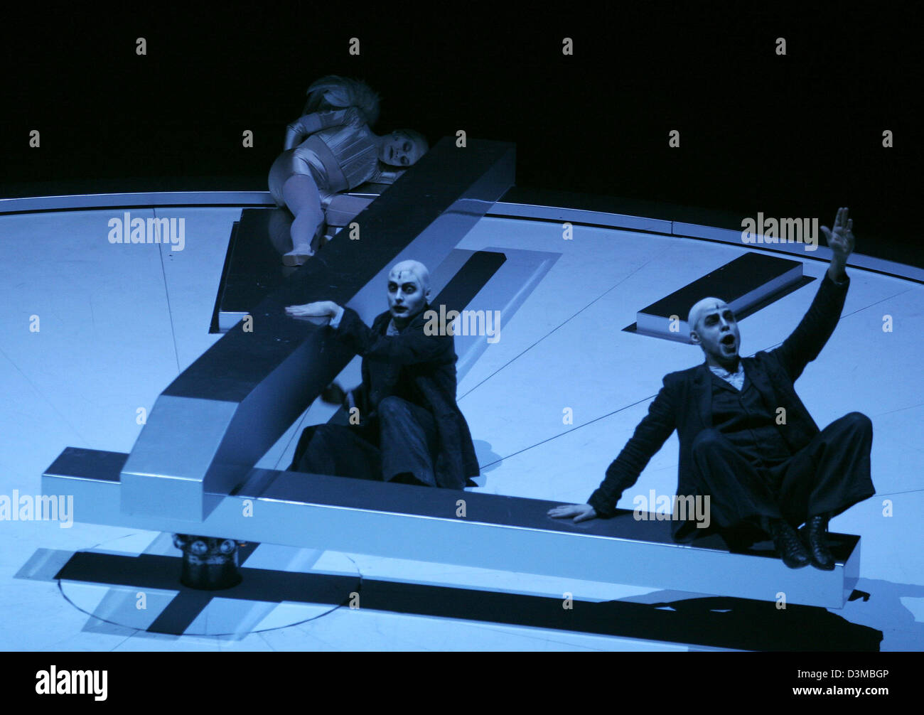 (dpa) - (from L) Caroline Stein playing the part of Angel, Georg Nigl as Faustus and Hanno Mueller-Brachmann as - Stock Image