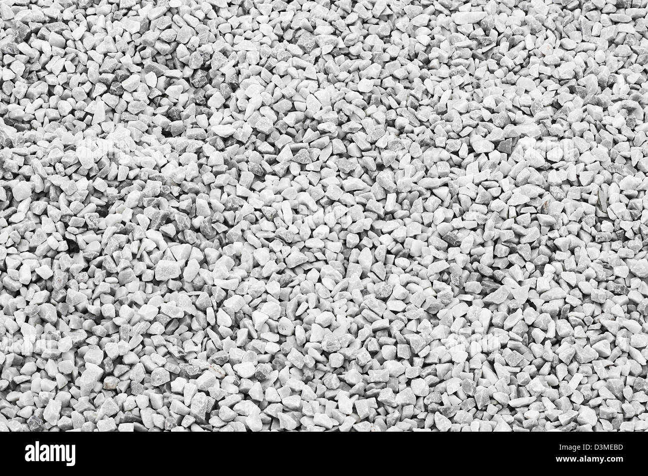 white quartz stone decorative chippings or aggregates used on driveways and walkways - Stock Image