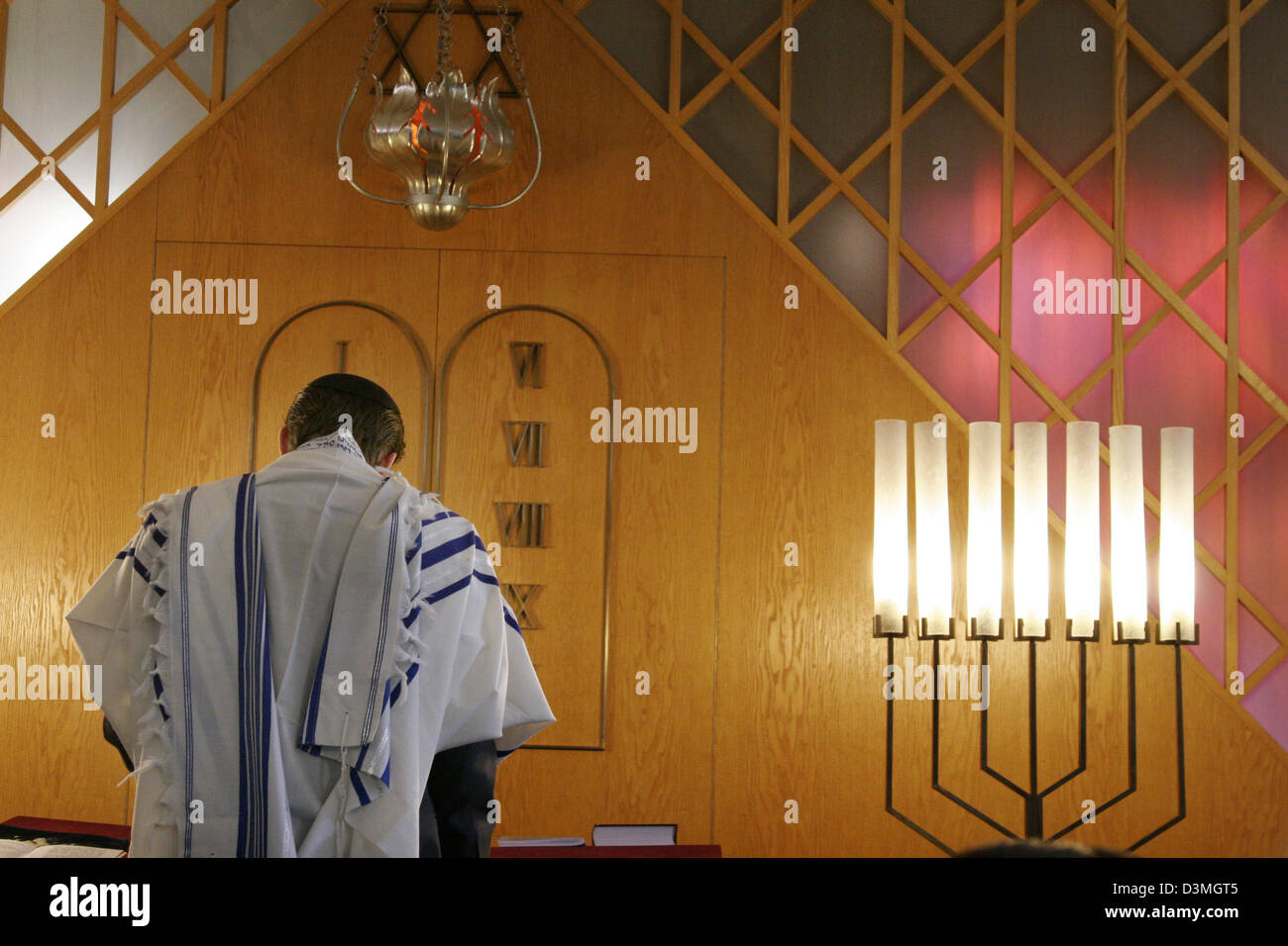 (FILES) A Jew wearing a white taleth reads during the service for the Pesach in the synagogue in Bielefeld, Germany, Stock Photo